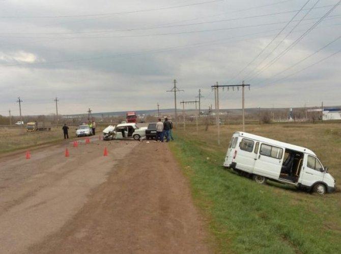 В Оренбургской области в ДТП с Газелью семь человек получили травмы (2).jpg