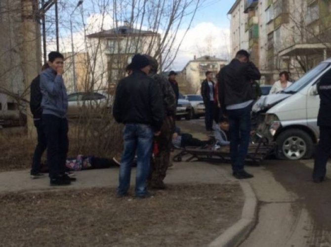 В Якутске автобус врезался в остановку погиб ребенок (3).jpg