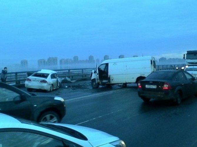 Утро субботы в Петербурге началось с множества ДТП (1).jpg
