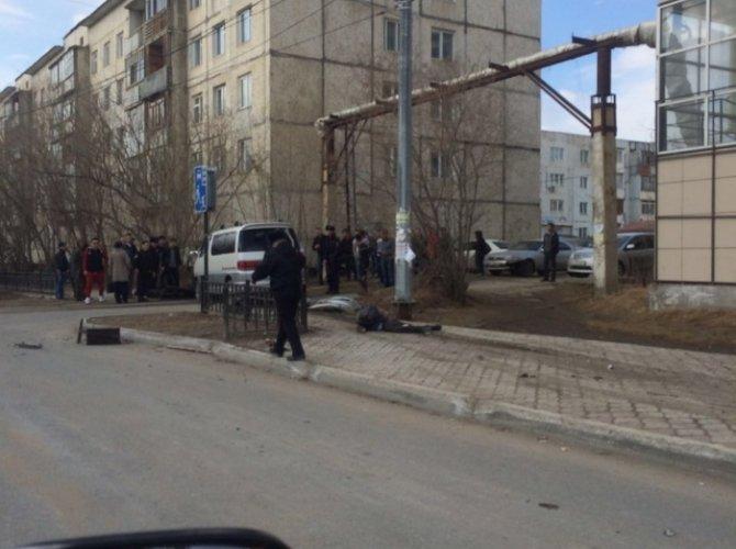 В Якутске автобус врезался в остановку погиб ребенок (4).jpg