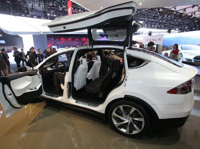 Tesla Model X (5).jpg