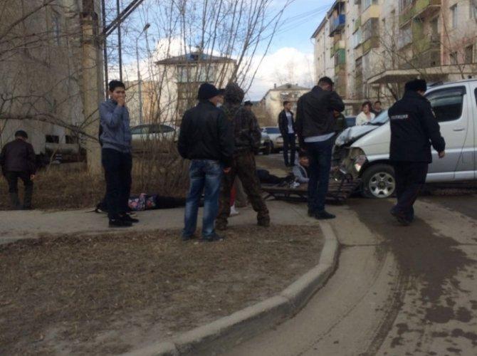 В Якутске автобус врезался в остановку погиб ребенок (1).jpg