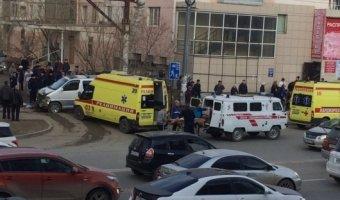В Якутске автобус врезался в остановку: погиб ребенок