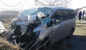 Автомобиль врезался в опору вышки в АНХК