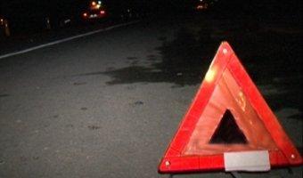 На трассе Ростов - Таганрог Renault врезался в припаркованный автомобиль Toyota