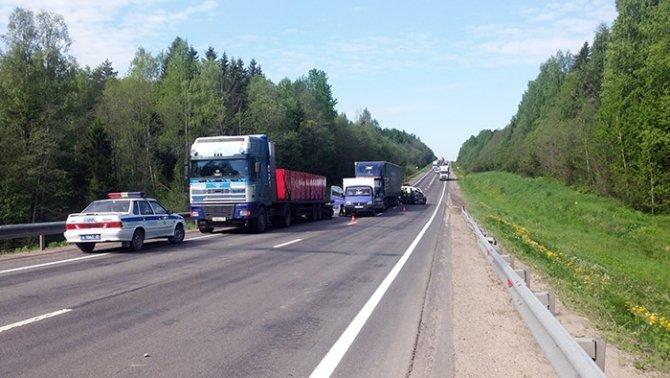 На трассе «Вологда - Новая Ладога» в массовом ДТП погибла женщина (3).jpg
