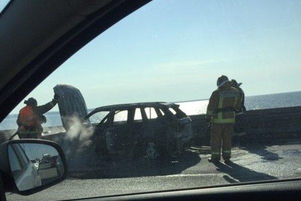 На КАД у Кронштадта выгорел BMW (3).jpg