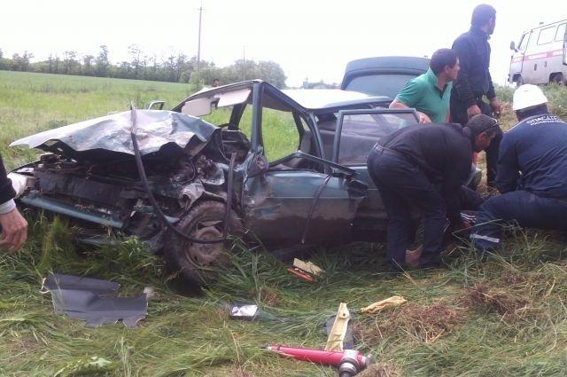 На трассе Самарское-Азов в ДТП пострадали два человека.jpg