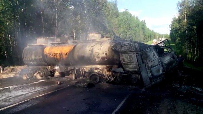 В ДТП с фурой и бензовозом под Москвой погибли два человека (1).jpg