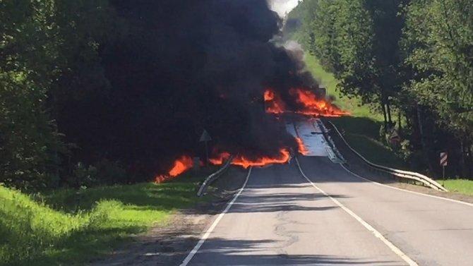 В ДТП с фурой и бензовозом под Москвой погибли два человека (2).jpg