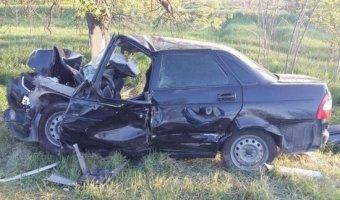 На Ставрополье от столкновения с деревом погиб 19-летний водитель