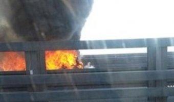 На КАД у Кронштадта выгорел BMW