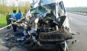 В Воронежской области столкнулись фура и автобус: 12 человек пострадали