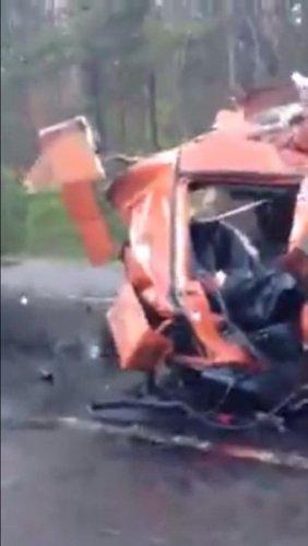 В ДТП с двумя фурами на Приозерском шоссе погиб водитель (2).jpg