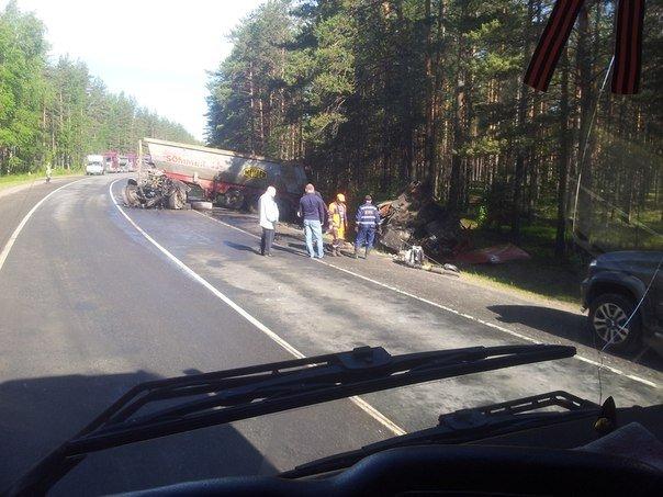 В ДТП с двумя фурами на Приозерском шоссе погиб водитель (1).jpg