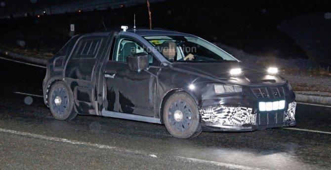 Новый Seat Ibiza попал в объективы фотошпионов (2).jpg