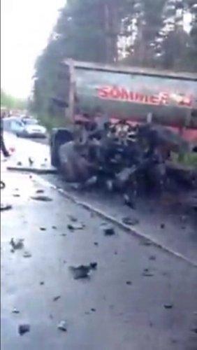 В ДТП с двумя фурами на Приозерском шоссе погиб водитель (3).jpg