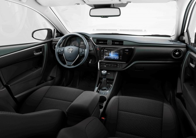 Toyota Corolla (13).jpg
