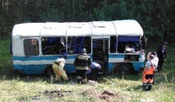 Пьяный водитель опрокинул автобус с пассажирами в Красноярском крае