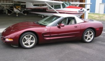 Напродажу выставлен Chevrolet Corvette 2003 спробегом 80км