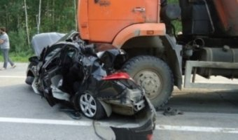 В Нижневартовске КАМАЗ раздавил легковушку: водитель погиб