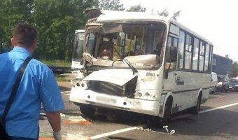 В ДТП с маршруткой в Петербурге пострадали шесть человек