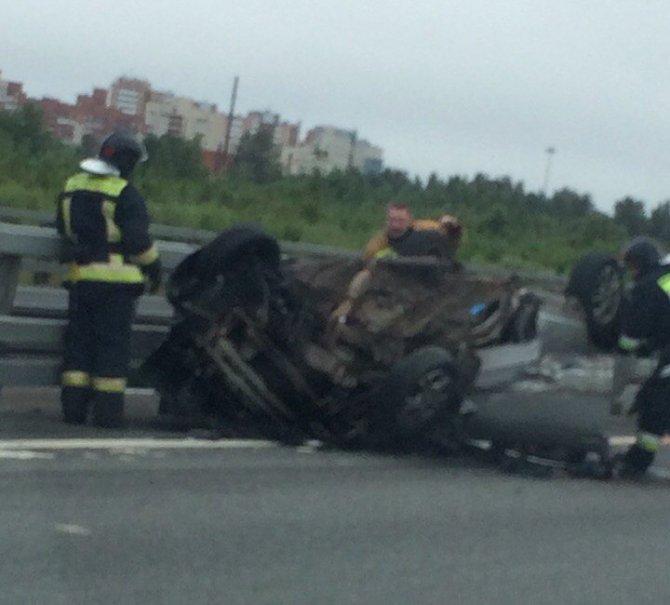 В аварии на КАД в Кронштадте перевернулся ВАЗ (3).jpg