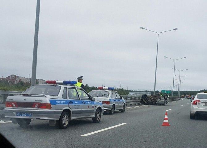 В аварии на КАД в Кронштадте перевернулся ВАЗ (8).jpg