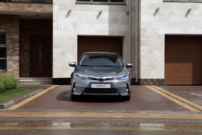 Toyota Corolla (5).jpg