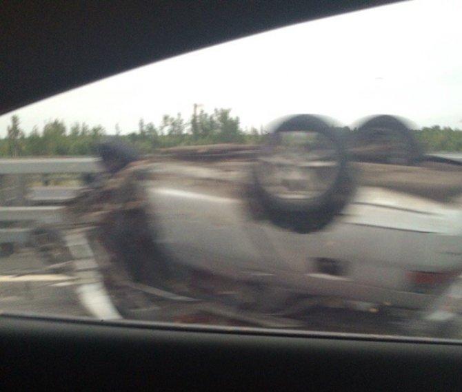 В аварии на КАД в Кронштадте перевернулся ВАЗ (4).jpg