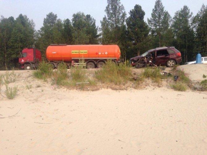 В Новом Уренгое в ДТП с бензовозом погиб человек (4).jpg