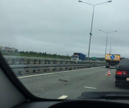 В аварии на КАД в Кронштадте перевернулся ВАЗ (5).jpg