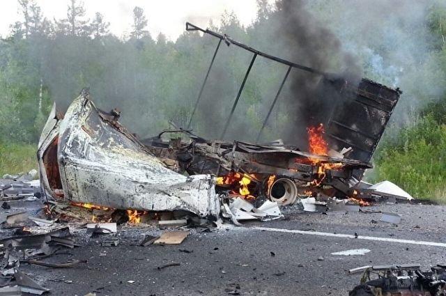 В ДТП с бензовозом в Югре погибли два человека (1).jpg