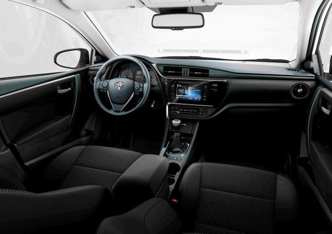 Toyota Corolla (2).jpg