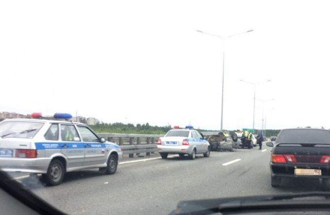 В аварии на КАД в Кронштадте перевернулся ВАЗ (7).jpg