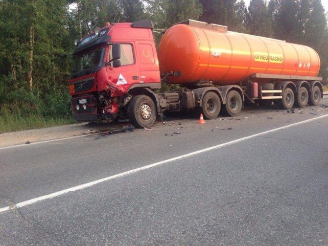 В Новом Уренгое в ДТП с бензовозом погиб человек (1).jpg