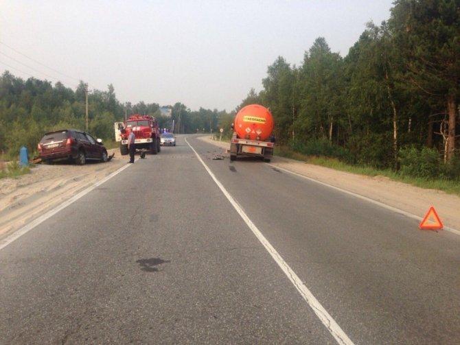 В Новом Уренгое в ДТП с бензовозом погиб человек (6).jpg