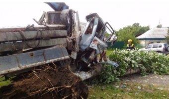 В Кузбассе водитель героически погиб в ДТП на глазах 9-летнего сына