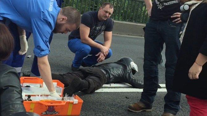 В Петербурге в массовом ДТП пострадали мотоциклист и его пассажирка (8).jpg