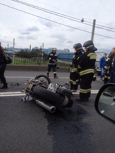В Петербурге в массовом ДТП пострадали мотоциклист и его пассажирка (7).jpg