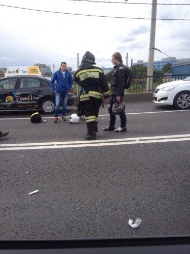В Петербурге в массовом ДТП пострадали мотоциклист и его пассажирка (6).jpg