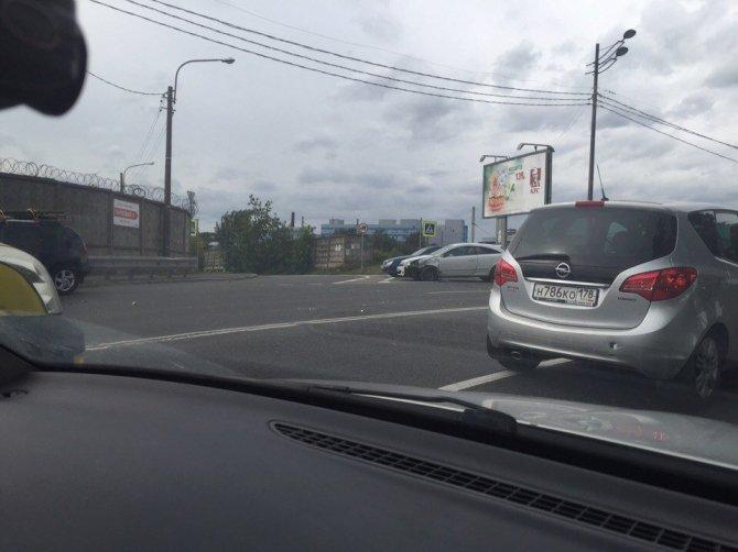 В Петербурге в массовом ДТП пострадали мотоциклист и его пассажирка (4).jpg