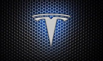 Автопилот Tesla устроил первую аварию в Китае