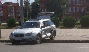 В Рыбинске после ДТП иномарка сбила двух женщин на тротуаре