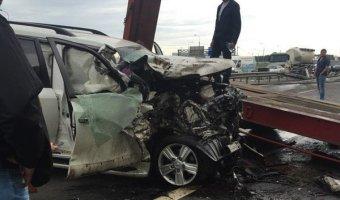 На КАД в ДТП с фурой пострадали три человека