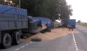 Под Анапой в ДТП с двумя КАМАЗами погиб человек