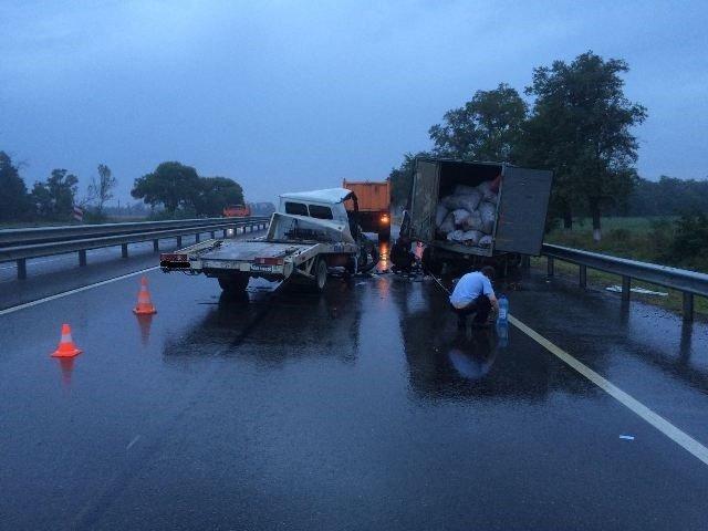На Кубани водитель эвакуатора уснул за рулем и устроил смертельное ДТП (2).jpg