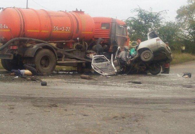 В Кургане в ДТП с КамАЗом погибли четыре человека (1).jpg