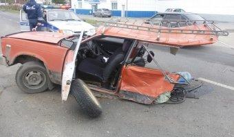 В Череповце в ДТП ВАЗ разорвало пополам