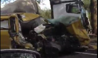 Под Гатчиной у фуры лопнуло колесо – пострадала семья с детьми